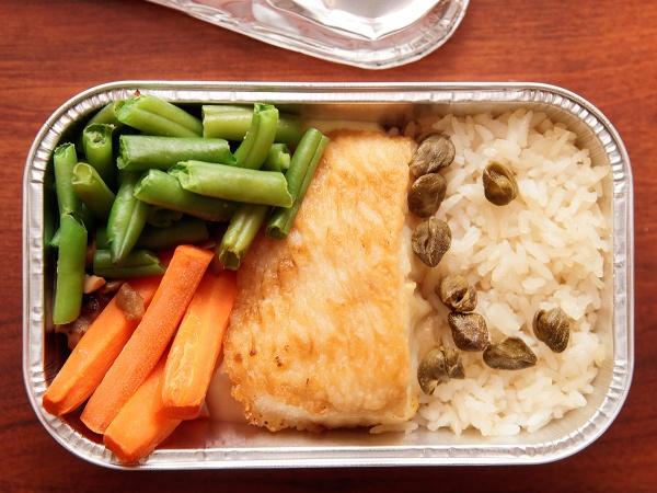 В российских самолетах перестанут кормить